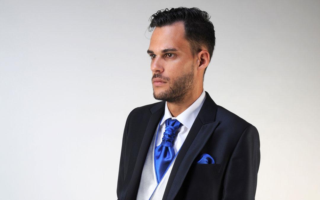 ¿De qué color elegir el chaleco y la corbata?. El color azul