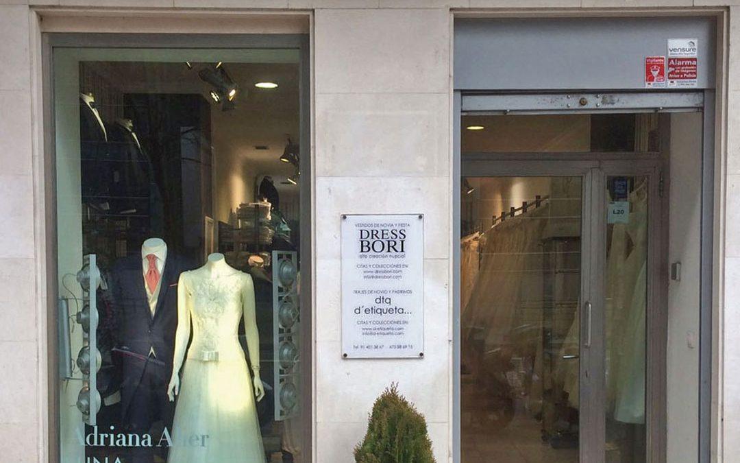 """D'etiqueta y Dress Bori ayudan a vestir a una pareja de novios en el programa """"Cámbiame"""" de Telecinco"""