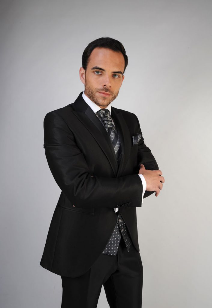 trajes-de-novio-en-zaragoza-y-madrid--detiqueta-color-oscuro