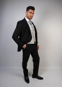 Chaleco-de-novio-color-gris-perla-trajes-de-novio-zaragoza-madrid-6